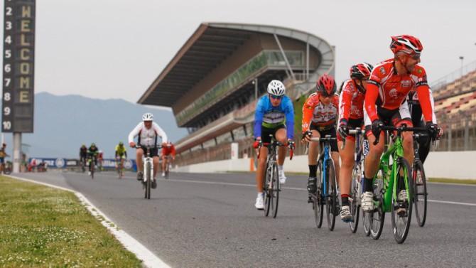 Les bicicletes inunden el Circuit de Catalunya per Sant Jordi